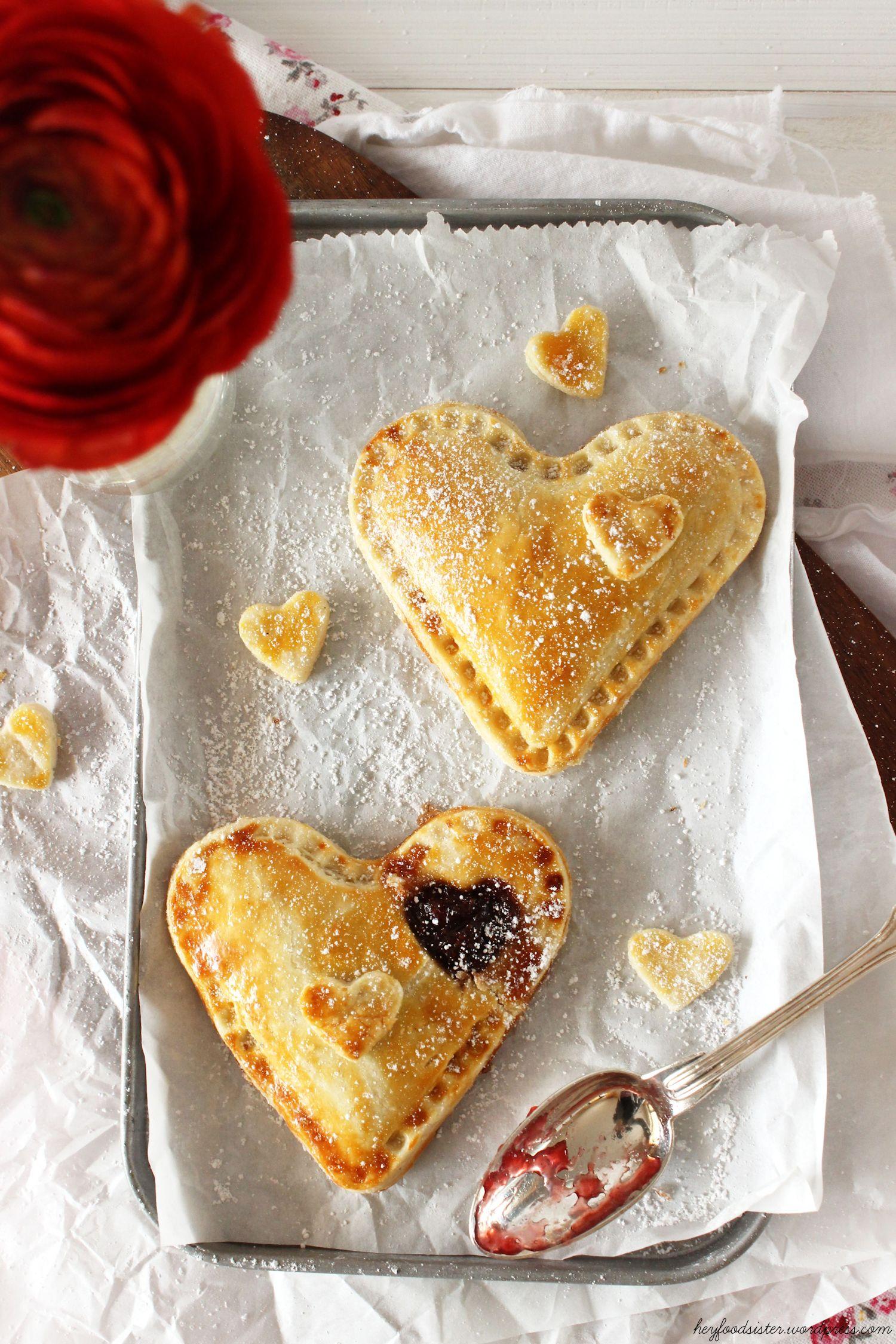 Rezept für herzige Handpies mit Erdbeer und Marzipan
