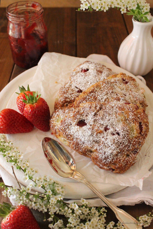 Rezept für Rhabarber Erdbeer Scones