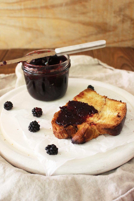 Rezept für Brombeer Konfitüre mit Amaretto Post aus meiner Küche