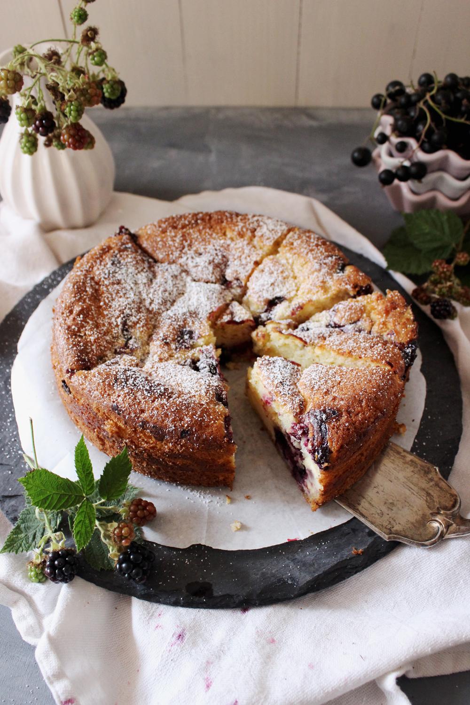 Rezept für einen Buttermilchkuchen mit Beeren