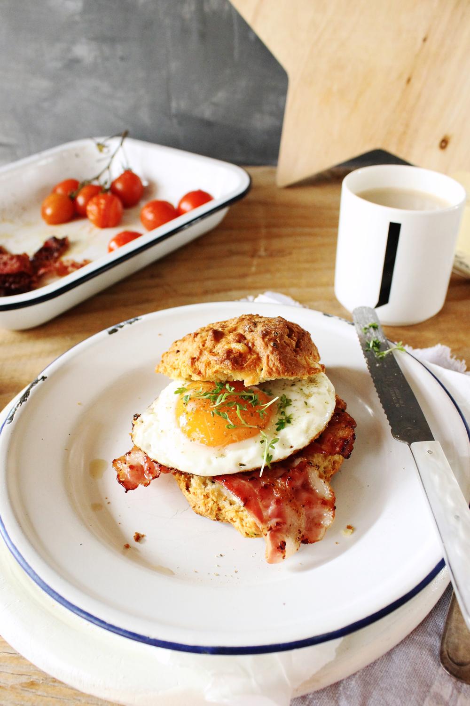 Rezept für einen Frühstücks Burger mit Spiegelei und Bacon