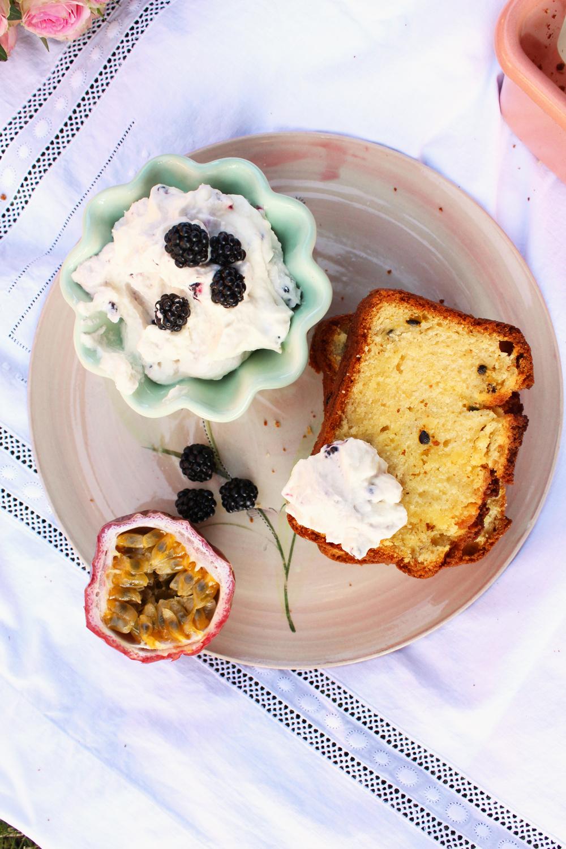 Rezept für einen Buttermilchkuchen mit Mango und Maracuja
