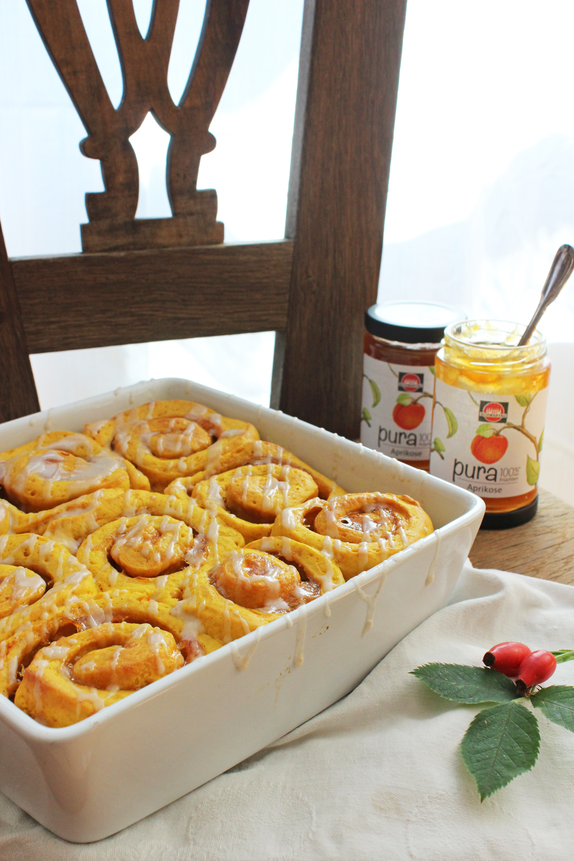 rezept-fur-hefeschnecken-mit-kurbis-zimt-und-aprikosenkonfiture