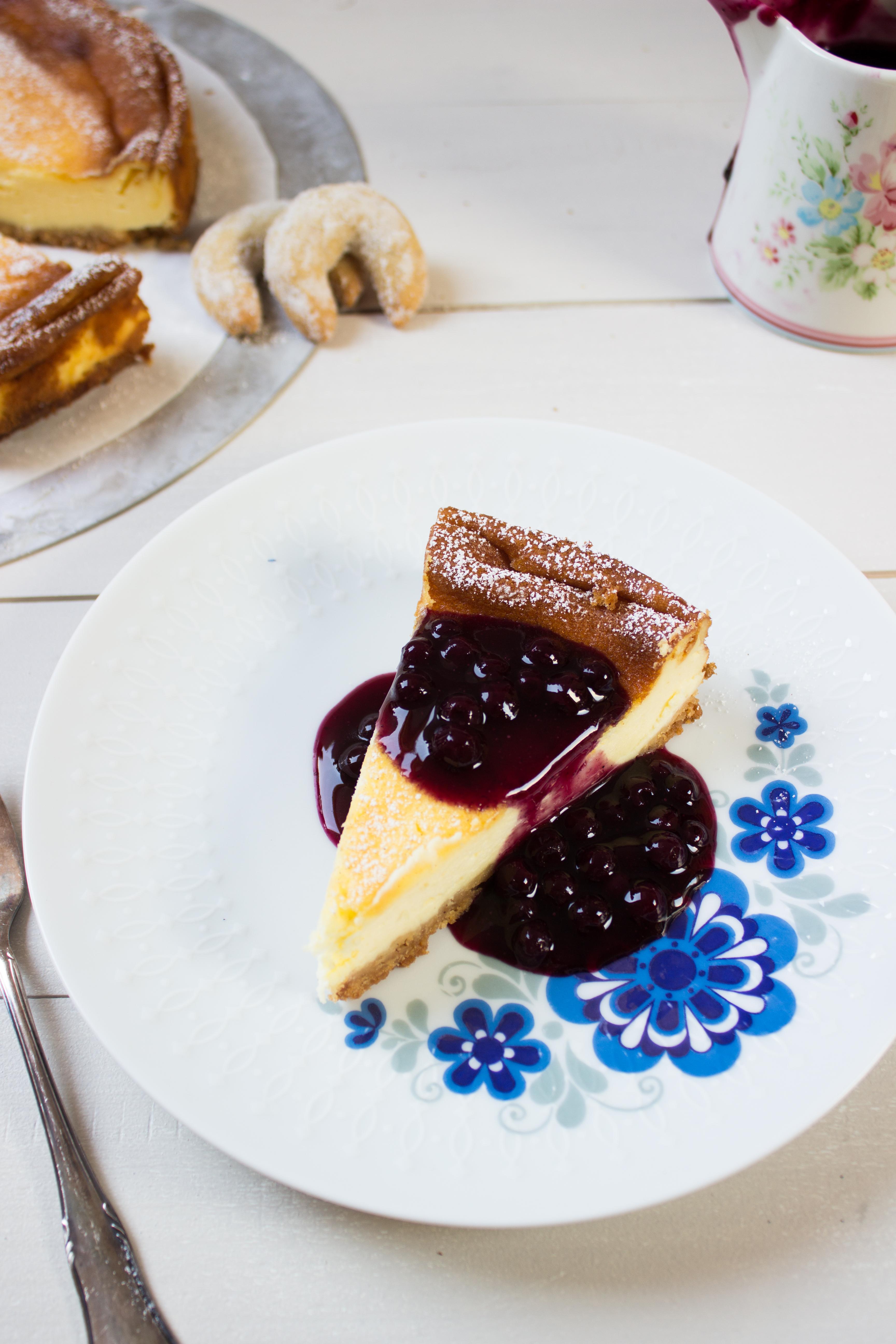 rezept-fur-einen-vanillekipferl-schmandkuchen-mit-blaubeerkompott