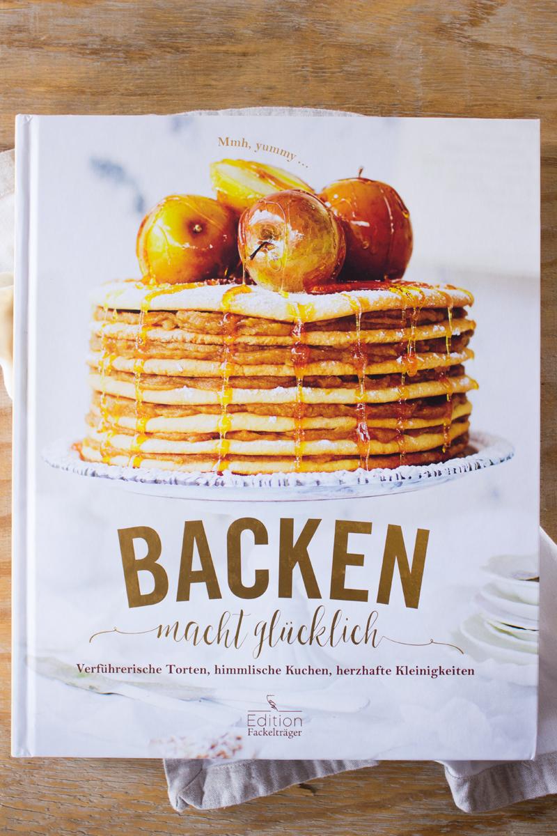 rezept-fur-einen-cashew-kuchen-und-backbuch-backen-macht-glucklich