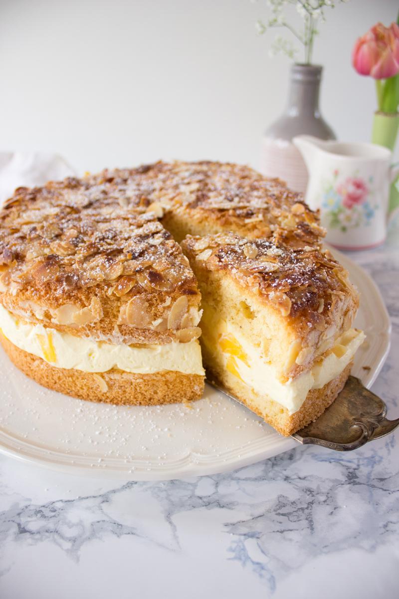 Rezept für einen Kuchenklassiker mit Twist  Bienenstich mit Mango ...