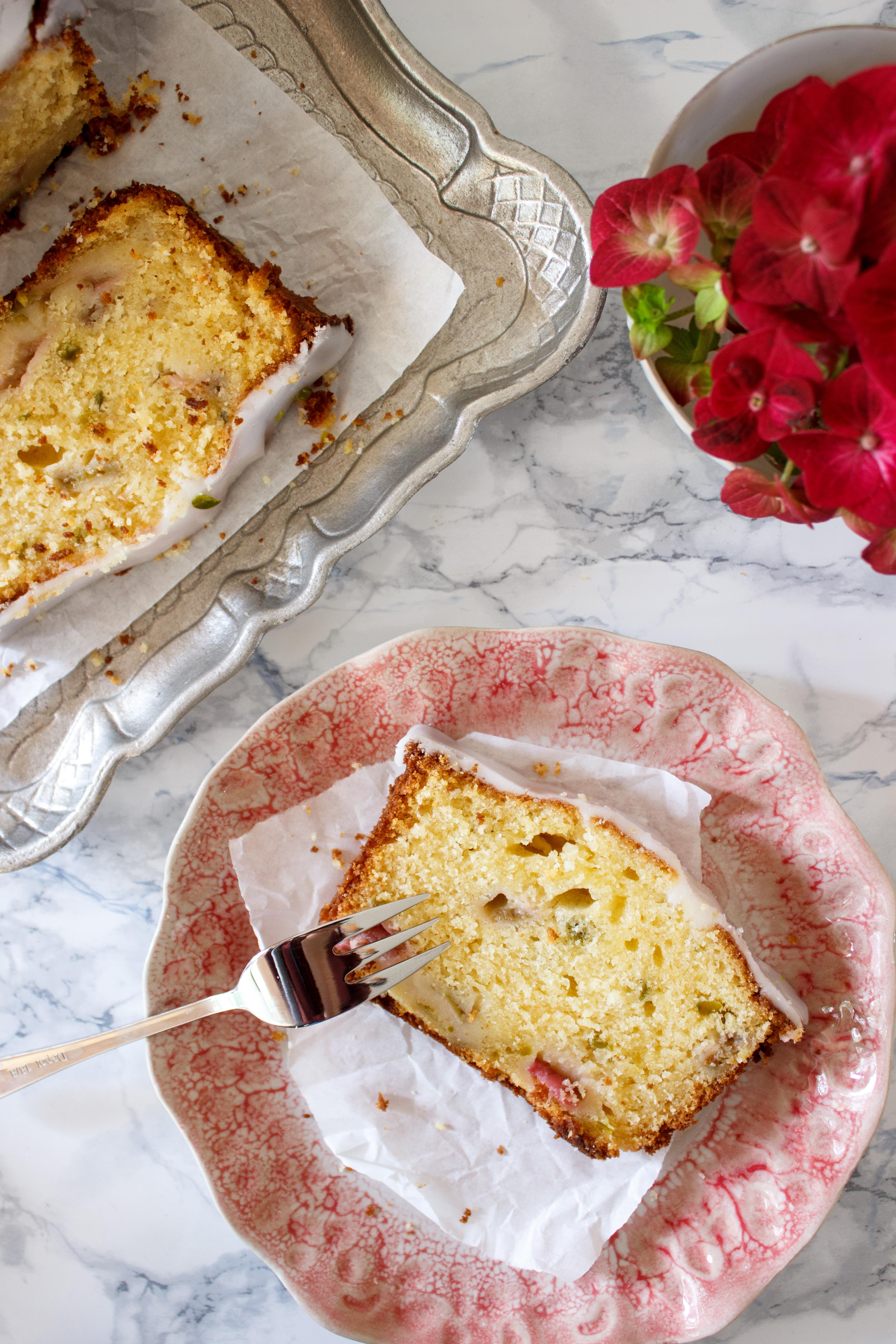 Rezept für einen Zitronen Rhabarber Kastenkuchen mit Pistazien.jpg