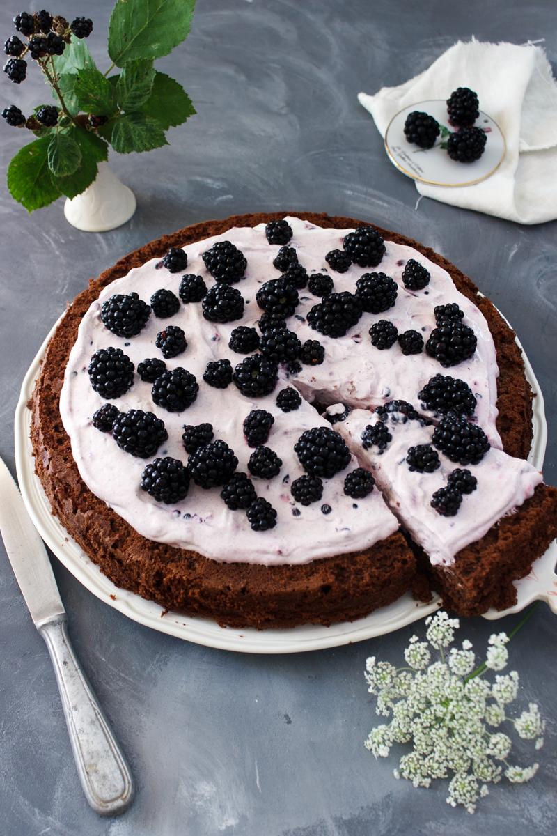 Rezept für Obstkuchen mit Sahnecreme und Schokoboden