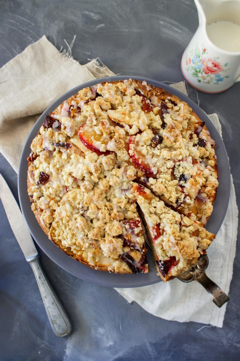 Rezept für einen herbstlichen Streuselkuchen mit Zimt Äpfeln und Pflaumen