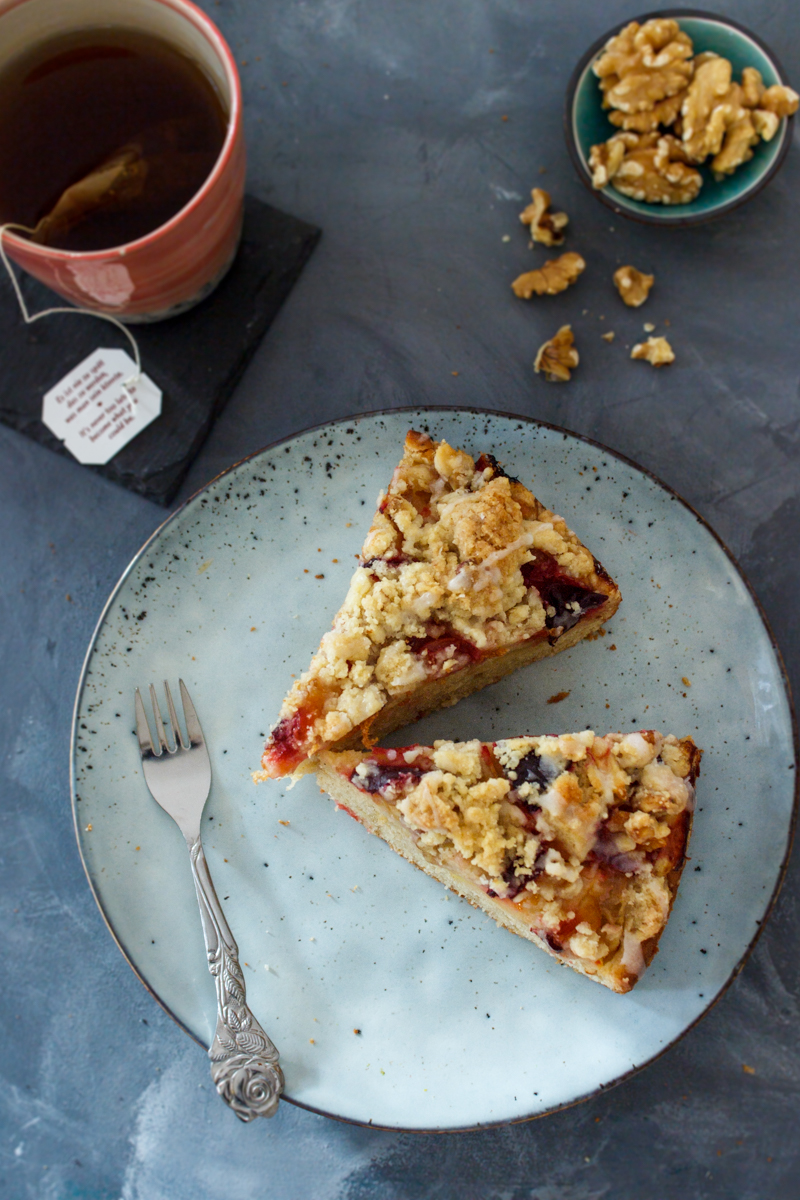 Rezept für einen Pflaumenkuchen mit Chai und Äpfeln