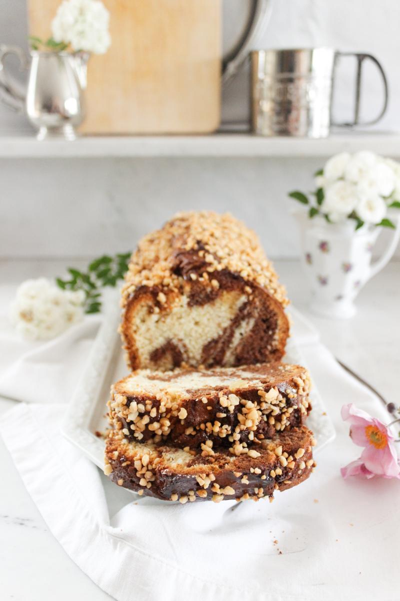 Rezept für einen Marmorkuchen mit Krokant und Marzipan
