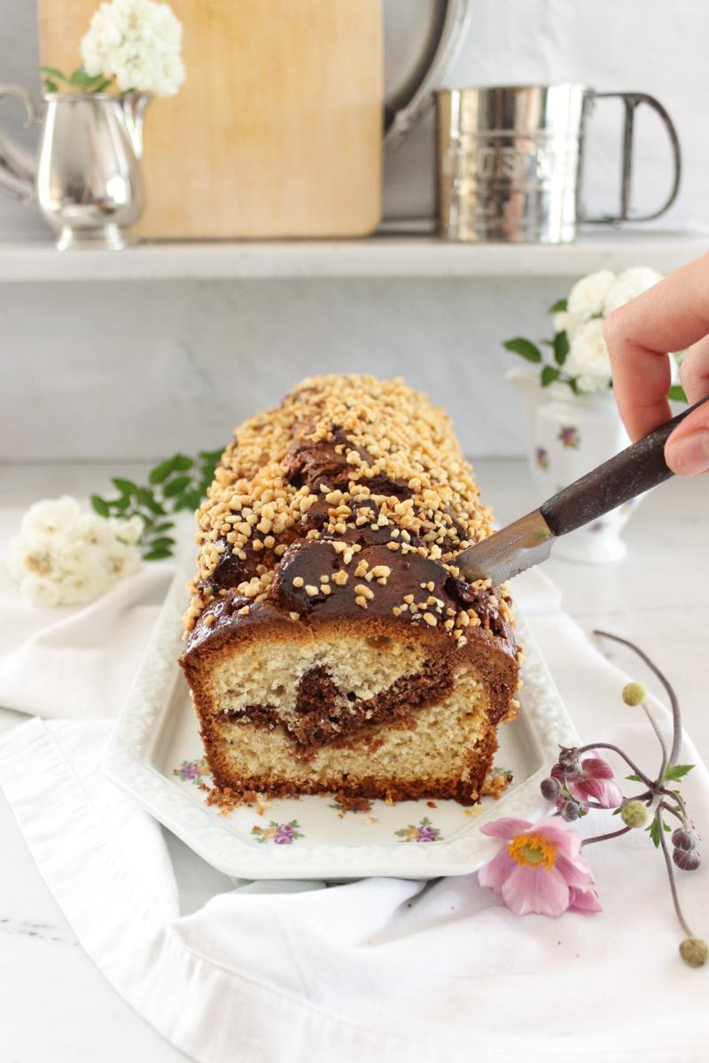 Rezept für einen nussigen Marmorkuchen mit Krokant und Marzipan