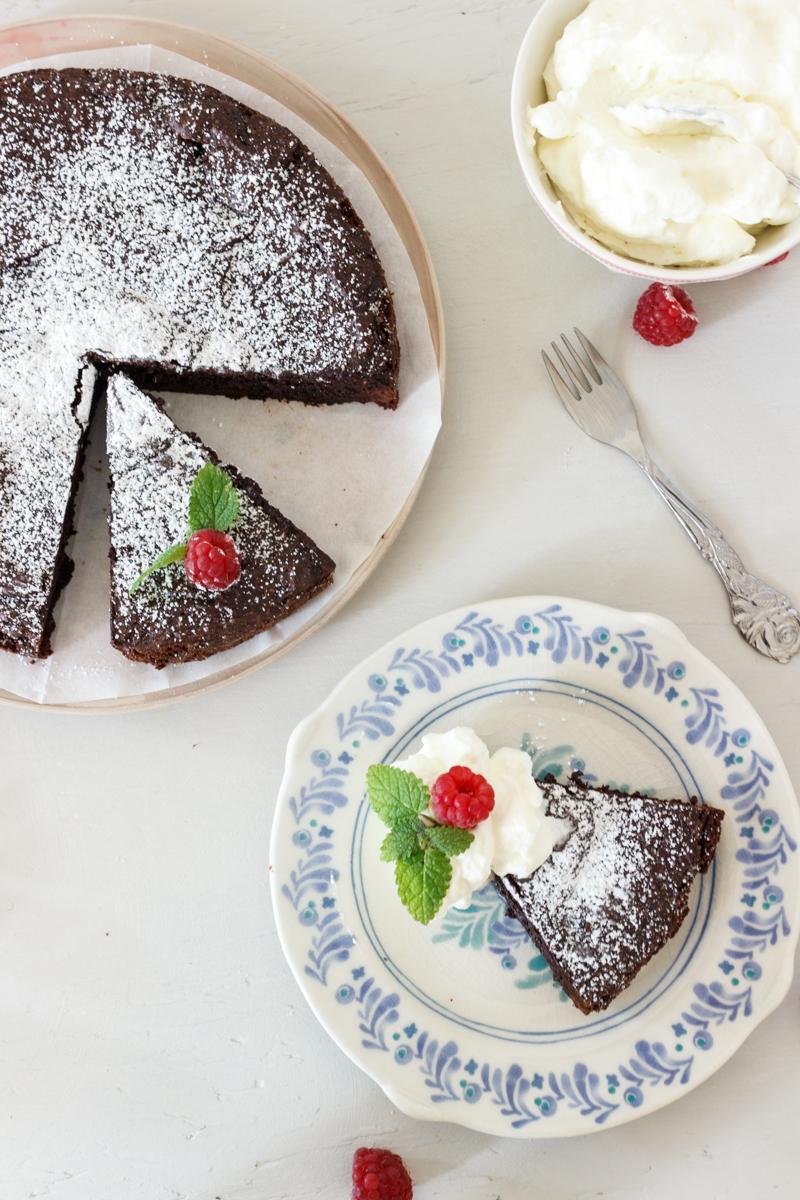 Rezept für einen saftigen Schokoladenkuchen Kladdkaka