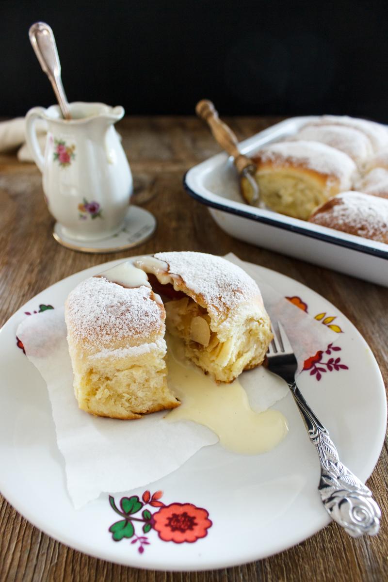Rezept für Buchteln mit Apfel Cheesecake Füllung
