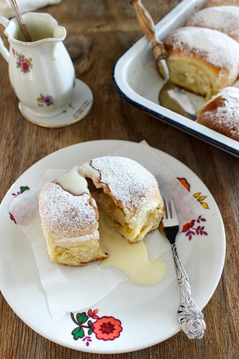 Rezept für Buchteln mit Apfel Käsekuchen Füllung