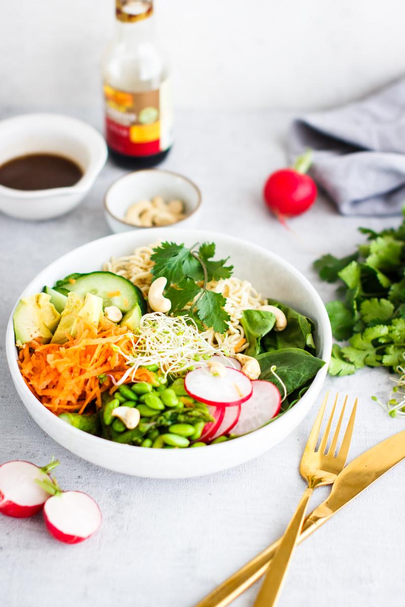 Asia Salat mit Mie-Nudeln