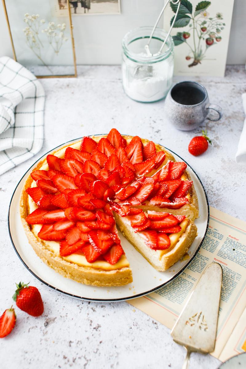 klassischer Käsekuchen mit Quark und Erdbeeren
