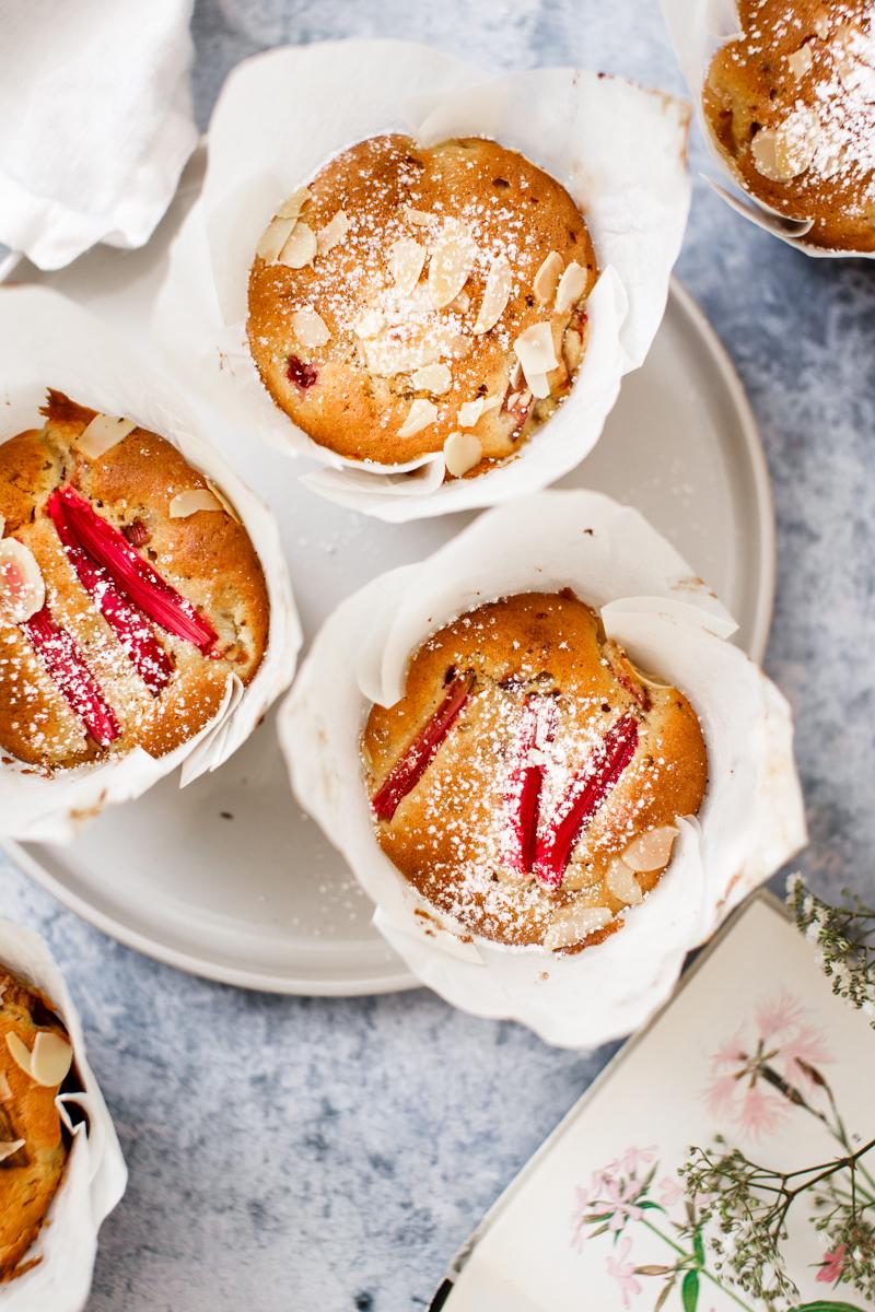 Rhabarber Muffins mit Himbeeren und Ingwer