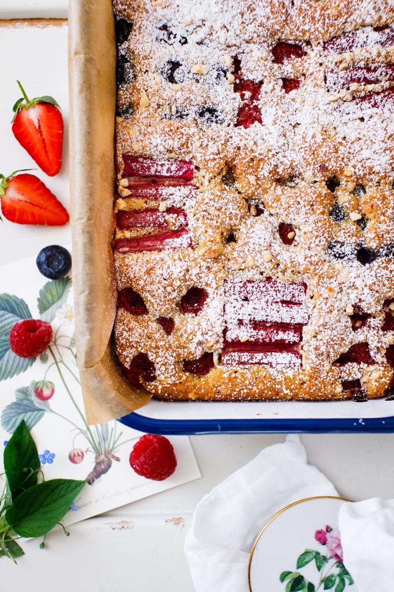 nussiger Obstkuchen mit Beeren