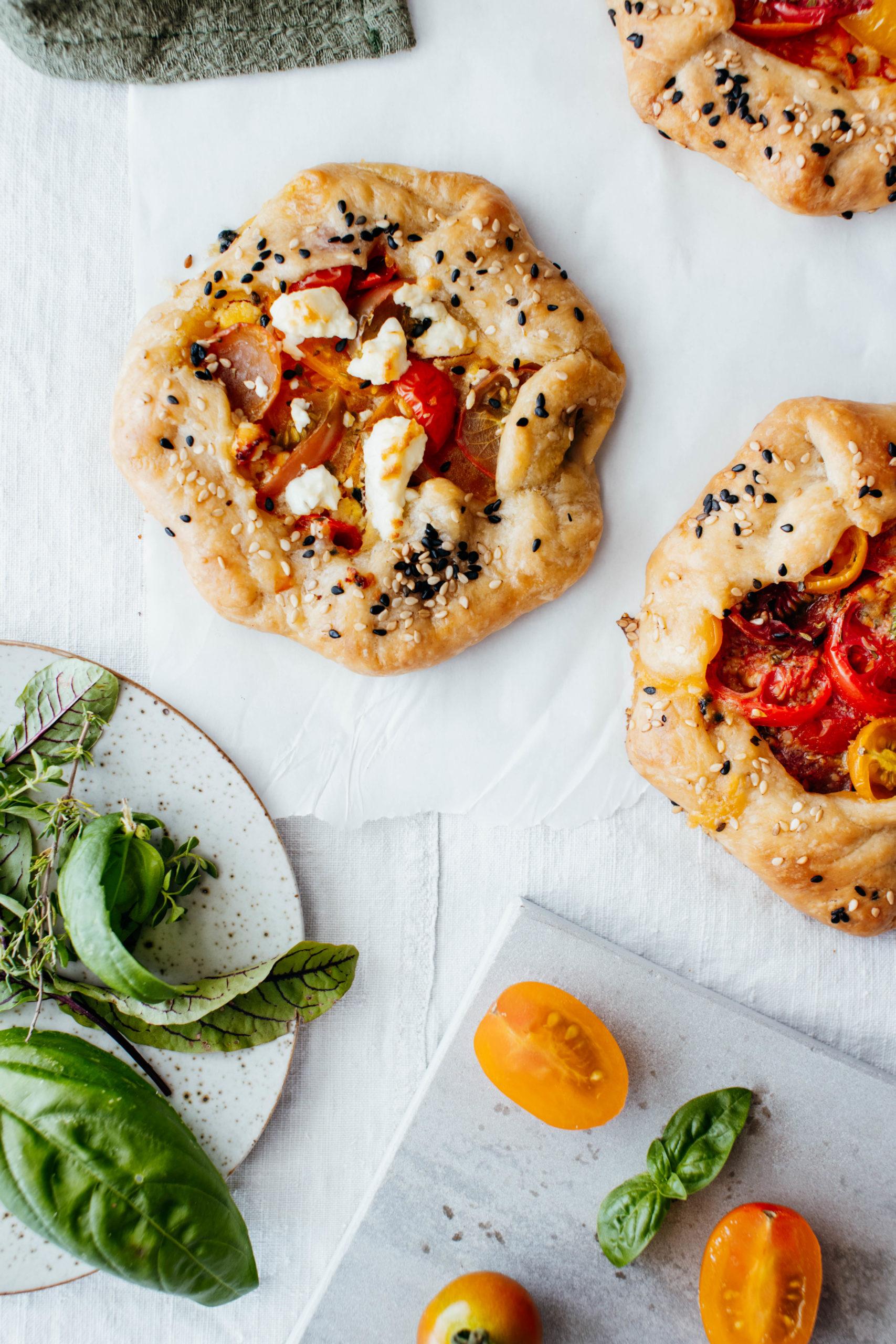 kleine Tomaten Tartes mit Hummus