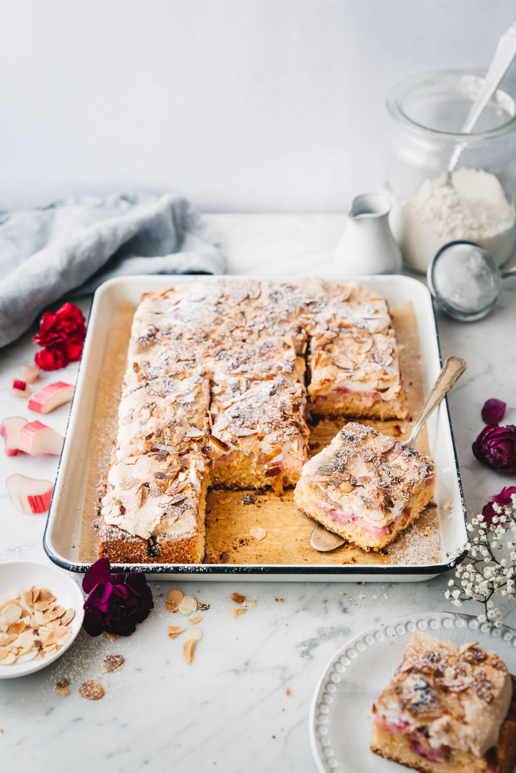 Rhabarber Baiser Kuchen mit Mandeln