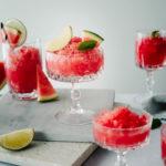 Wassermelonen Granita mit Limette in Gläsern